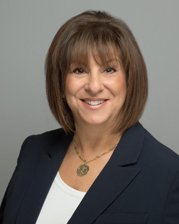 Patti  Lakin